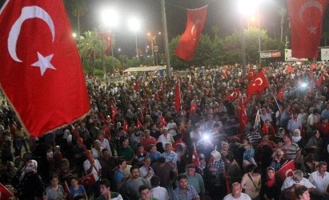 Mersin'de çocuklarda demokrasi nöbetinde