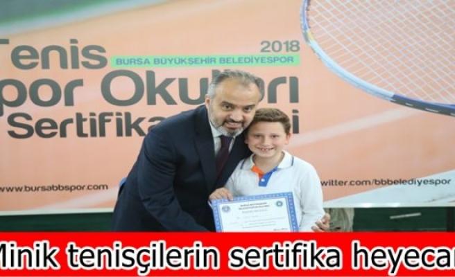 Minik tenisçilerin sertifika heyecanı