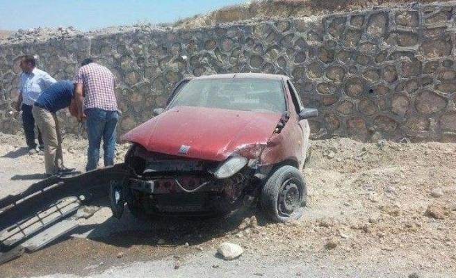 Otomobil İstinat Duvarına Çarparak Durabildi