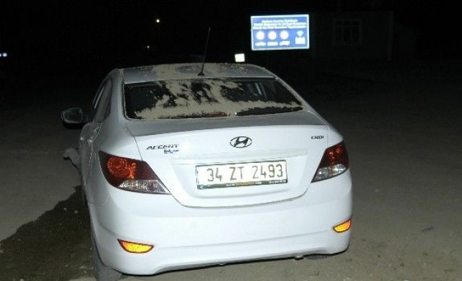 Otomobil Kum Öbeğine Çakıldı: 4 Yaralı
