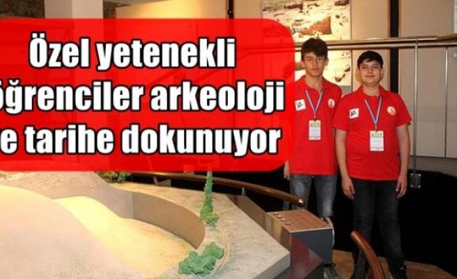 Özel yetenekli öğrenciler arkeoloji ve tarihe dokunuyor