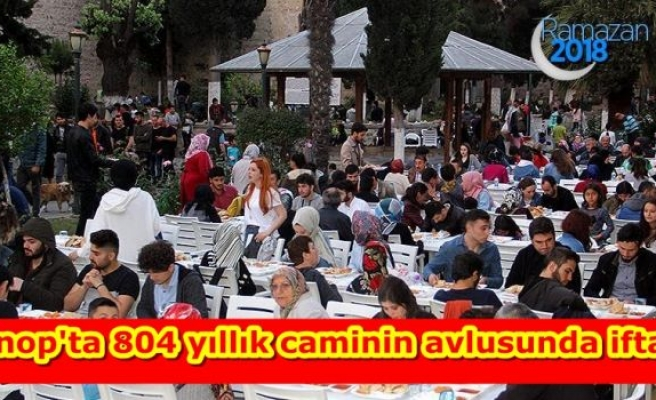 Sinop'ta 804 yıllık caminin avlusunda iftar