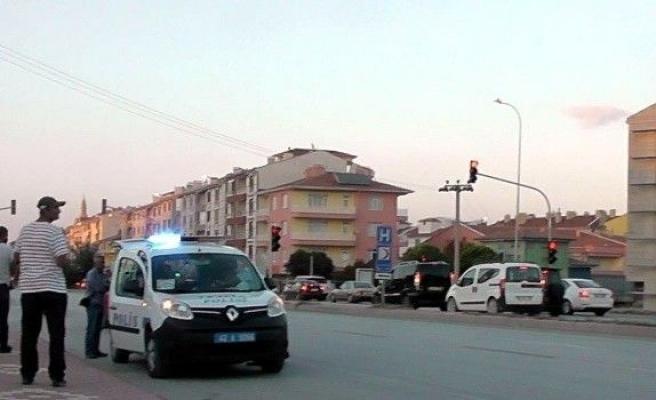 Sürücülerden para isteyen Suriyeli çocuğa otomobil çarptı