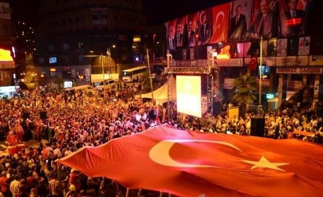 Zonguldaklılar demokrasi nöbetine devam ediyor