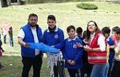 23 Yabancı 23 Türk vatandaşı çocuk 23 Nisan'da beraber uçurtma uçurdu.