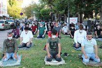 Bursa, Eskişehir, Balıkesir ve Bilecik'te bayram namazı Kovid-19 tedbirlerine uyularak kılındı