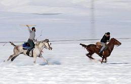Köylülerin tutkusu: Karda cirit
