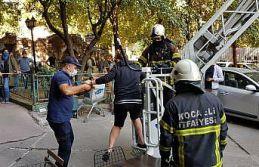 Kocaeli'de yangında evlerinde mahsur kalan 6 kişiyi...