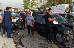 Sakarya'da 3 aracın çarpıştığı kazada...
