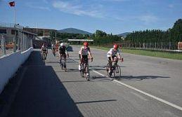 Short Track milli takım sporcuları bisikletleriyle...