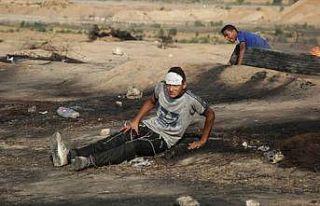 İsrail askerleri Gazze sınırında 52 Filistinliyi...