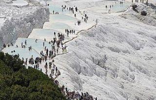 Pamukkale'ye 7 ayda 1 milyon 97 bin turist geldi