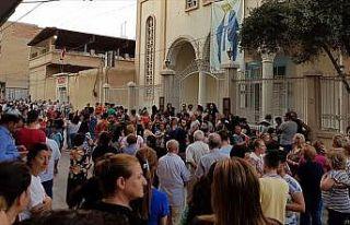 Suriyeli Hristiyanlar, YPG/PKK'nın okullarını kapatmasını...