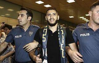Yassine Benzia, Fenerbahçe için İstanbul'a geldi