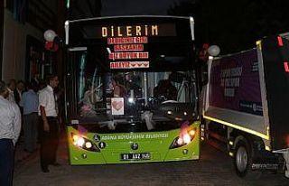 Halk otobüsü, şoför çiftin gelin arabası oldu