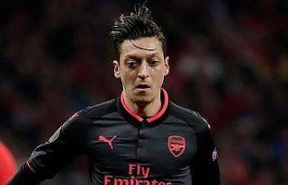 Mesut Özil 200. maçını boş geçmedi