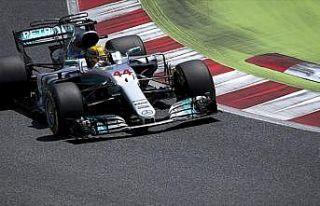 Singapur'da kazanan Hamilton