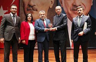 Siyaset Akademisi'nde Bursa'ya ikincilik...