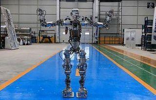 Adım atan robot 'Akıncı-4' görücüye çıktı