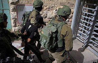 İsrail güçleri 22 Filistinliyi gözaltına aldı