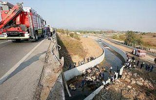 İzmir'de düzensiz göçmenleri taşıyan kamyon...