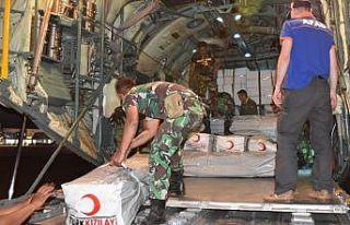 Türkiye'nin yardımları Endonezya'ya ulaştı