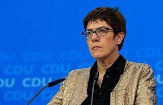 Almanya'da Merkel'in halefi Annegret Kramp-Karrenbauer...