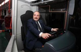 Bakan Varank 'sessiz otobüs'ün direksiyonuna...