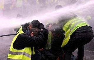 Fransa'da hükümete 'sarı yelekliler'e ilişkin...