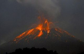 İtalya'da Etna'dan sonra Stromboli Yanardağı...