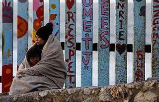 Meksika göçmenlerin ülkede kalmasına izin verecek