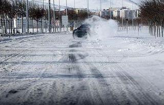 'Karlı ve buzlu' yolları kullanan sürücülere...