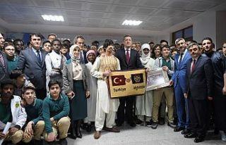 Bakan Selçuk, Bursa'da 7 kıtadan öğrencilerle...
