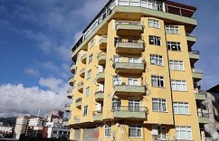 Rize'de tahliye edilen 8 katlı binada inceleme...