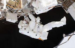 UUİ'de batarya değişimi için astronotlar uzay...