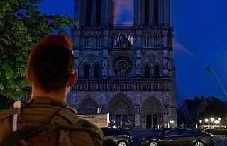 'Notre Dame'ın yeniden inşasının 5 yılda tamamlanmasını...