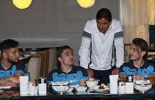 Trabzonsporlu futbolcular iftarda bir araya geldi