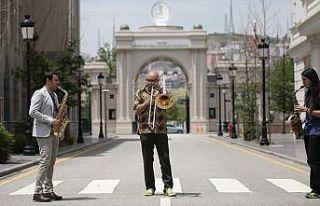 İlk tematik müzik üniversitesi öğrencilerini...