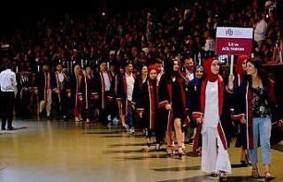 İstanbul Ayvansaray Üniversitesi 2018-2019 mezunlarını...