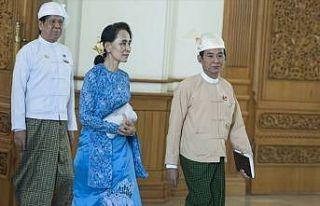 Myanmar lideri Suu Çii aşırı sağa yaklaşıyor