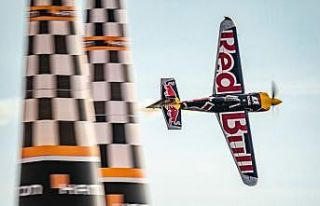 Red Bull Air Race şampiyonu Matt Hall