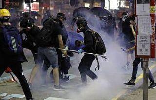 Hong Kong'daki protestolar şiddet olaylarına sahne...