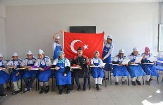 Mehmetçik'e 'Ay Yıldızlı' Destek