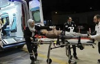 Servis aracı ile motosiklet çarpıştı: 2 yaralı