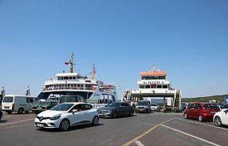 Çanakkale'deki iskelelerde tatilcilerin dönüş...