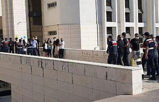 Yaşlı kadını 350 bin lira dolandıran 9 şüpheli...