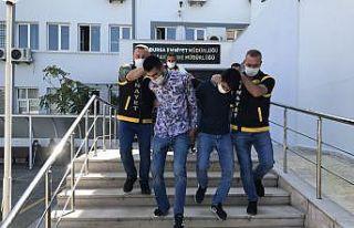 Bursa'da polise mukavemette bulunan 4 şüpheliden...