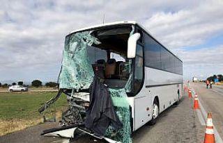Edirne'de turistleri taşıyan yolcu otobüsü kamyonetle...