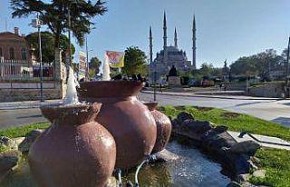 Türk ve Bulgar çocuklar kültürel eserleri gezdikçe...