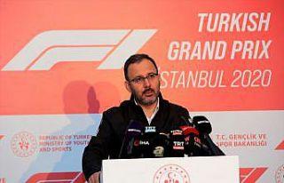 """Bakan Kasapoğlu: """"Formula 1, İstanbul için yarım..."""